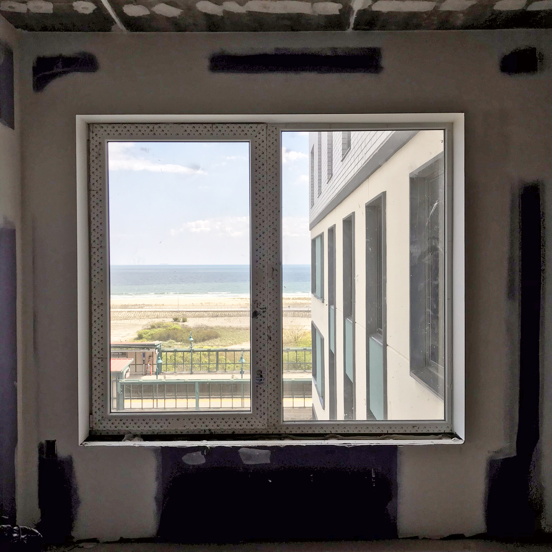 Beach Green Dunes with INTUS windows